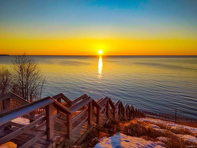 Chasing the sun never gets old. Be well friends. #copperharbor #greatsandbay #keweenaw #upperpeninsula #lakesuperior #lakesuperiorsunsets #earthisbeautiful #michigan