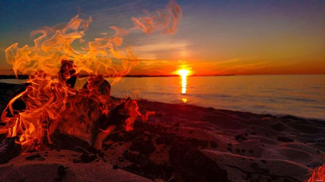 Let's think warm thoughts!!  Share your favorite beach fire photo!  Be sure to hashtag #copperharbor !! Be well friends!!! #copperharbor #lakesuperior #lakesuperiorsunsets #beachfire #happythoughts #positivevibes #keweenawpeninsula #upperpeninsula #michigan #fire #firephotography
